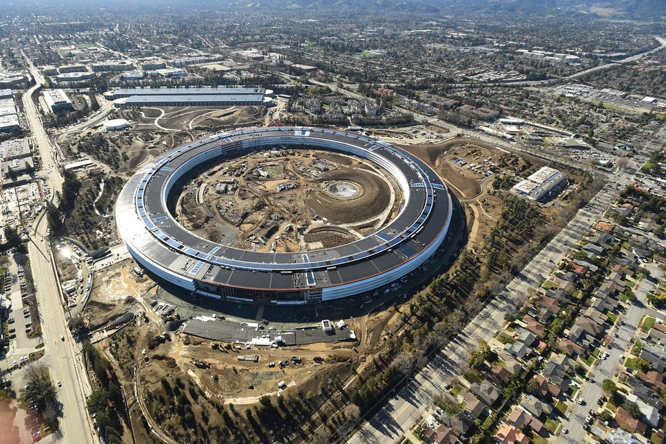 Apple's perfectionism slowed construction on its new spaceship campus