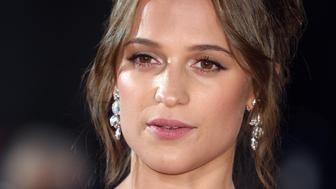 LONDON, ENGLAND - OCTOBER 19:  Alicia Vikander arrives for the UK premiere of 'The Light Between Oceans' at The Curzon Mayfair on October 19, 2016 in London, England.  (Photo by Karwai Tang/WireImage)