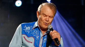 American country music artist Glen Campbell performs during the Country Music Association (CMA) Music Festival in Nashville, Tennessee June 7, 2012. REUTERS/Harrison McClary (UNITED STATES - Tags: ENTERTAINMENT)