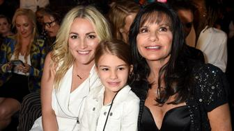LAS VEGAS, NV - MAY 22:  (L-R) Actress Jamie Lynn Spears, Maddie Briann Aldridge, and Lynne Spears  in the audience at the 2016 Billboard Music Awards at T-Mobile Arena on May 22, 2016 in Las Vegas, Nevada.  (Photo by Jeff Kravitz/BBMA2016/FilmMagic)