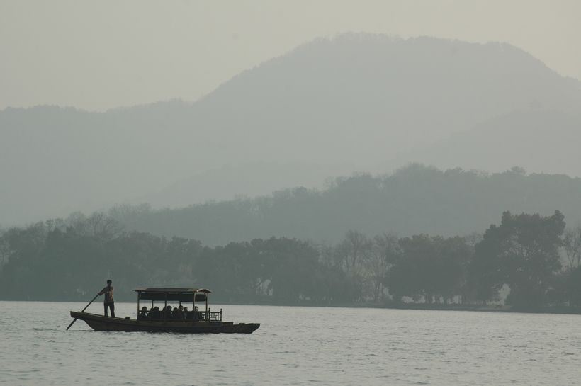 <em>The scene on West Lake is like a classic Chinese painting</em>