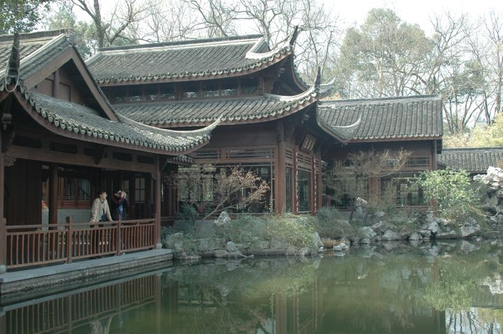 <p><em>A historic villa at West Lake serves as a tea house</em></p>