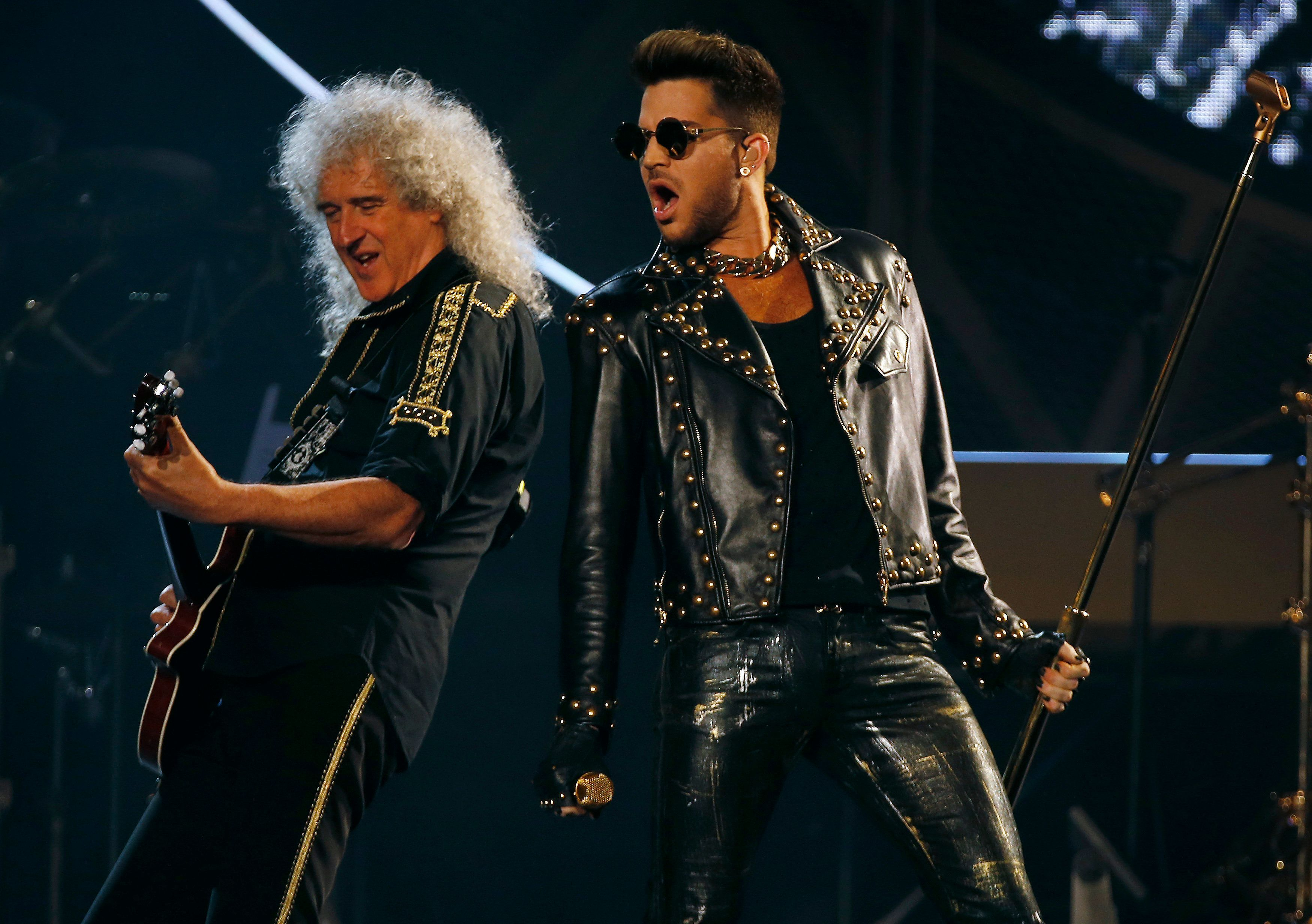 Brian May (L) of the band Queen and Adam Lambert perform during the opening night of their North American tour in Chicago, Illinois, June 19, 2014.    REUTERS/Jim Young  (UNITED STATES - Tags: ENTERTAINMENT)