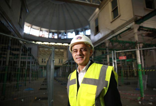 Sadiq Khan Praises Government's Housing Plan Despite Labour Branding It