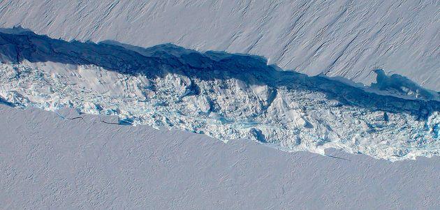 Larsen C Ice Shelf: Dramatic Time-Lapse Video Shows Rift Opening