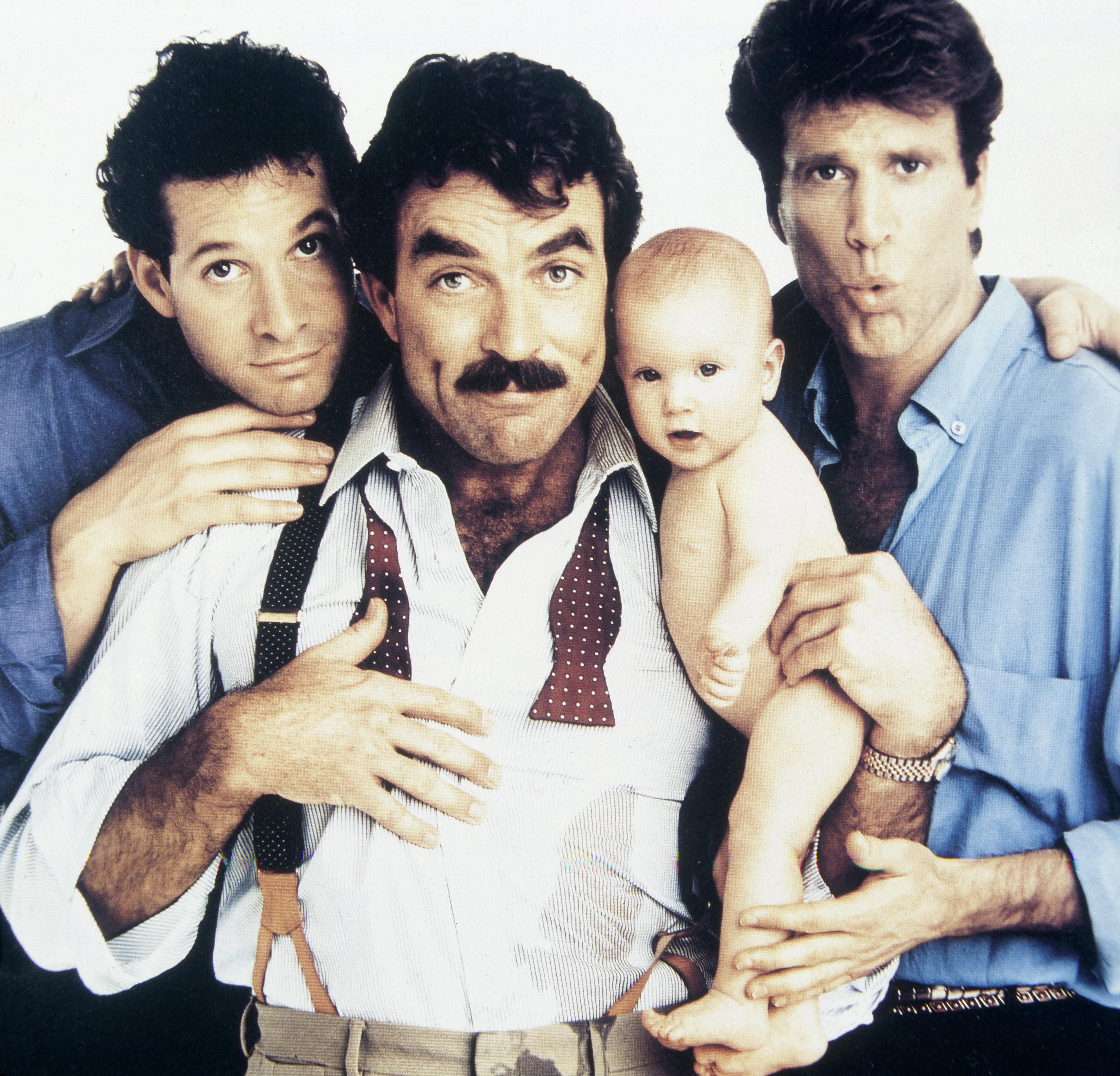 (GERMANY OUT) Selleck, Tom *29.01.1945-, Schauspieler, USA , - mit Steve Guttenberg (l.) und Ted Danson (r.) in dem Film 'Noch drei Maenner, noch ein, Baby', USA, - 1987   (Photo by Röhnert/ullstein bild via Getty Images)