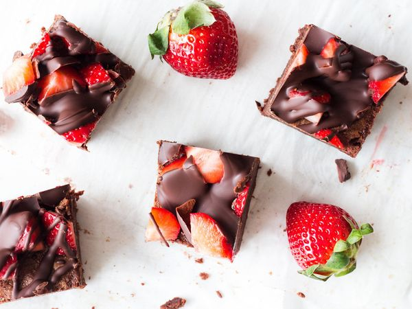 "<strong>Get the <a href=""http://www.ifyougiveablondeakitchen.com/2017/01/27/chocolate-covered-strawberry-brownies/"" target=""_"