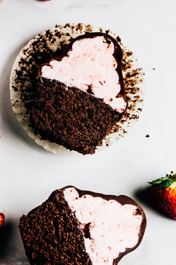 "<strong>Get the <a href=""http://www.wholebiteblog.com/new-blog/2017/1/25/chocolate-covered-strawberry-cupcakes"" target=""_blan"