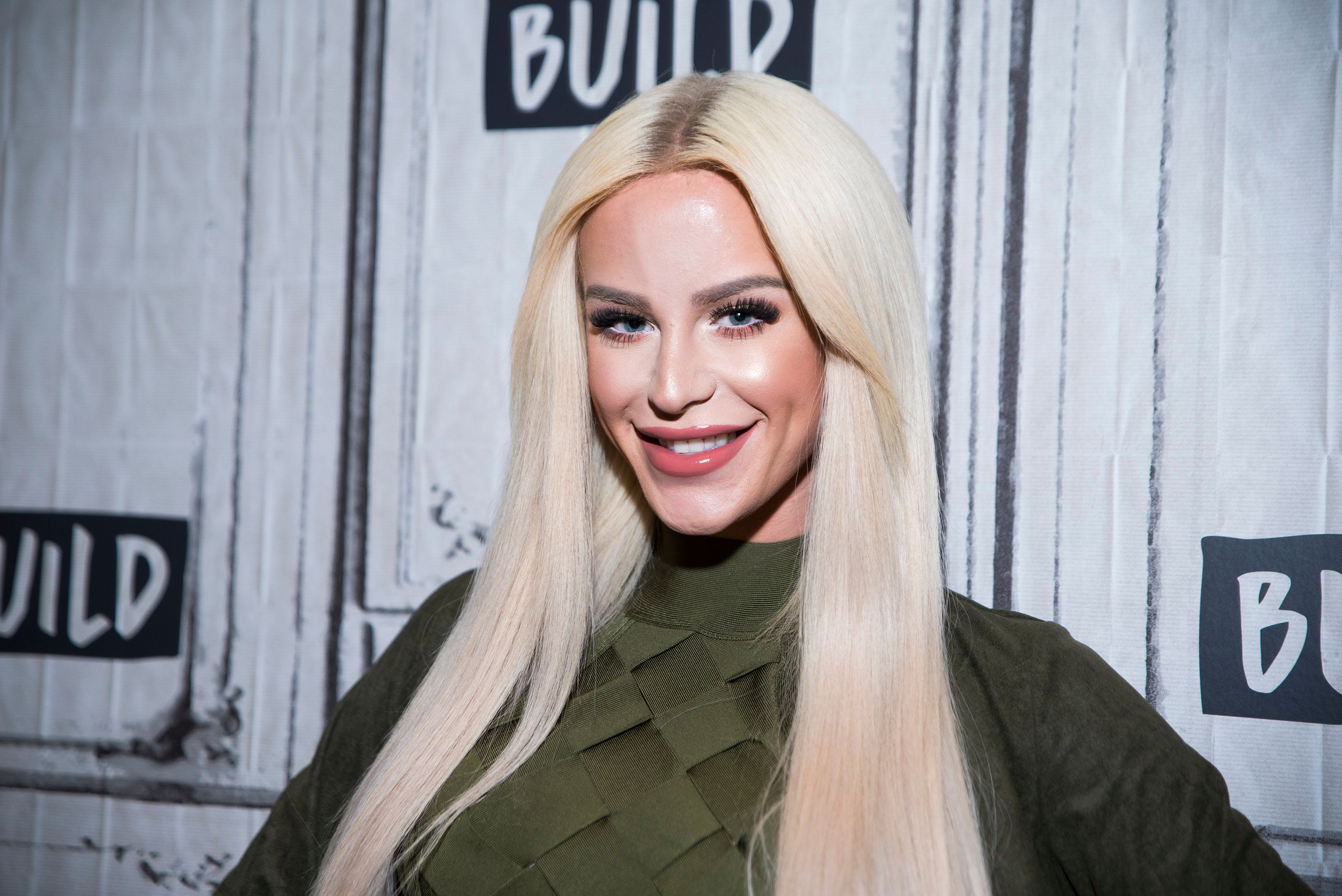 trans youtube star gigi gorgeous opens up about coming out