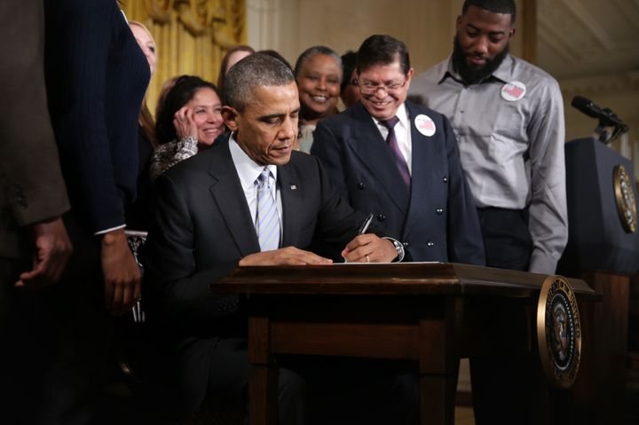Chiliquinga, standing to Obama's left as he signed the $10.10 executive order.