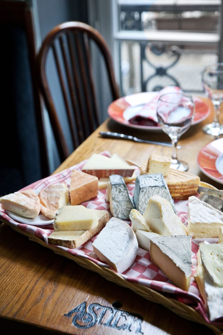 <p>The famous Astier cheese tray</p>