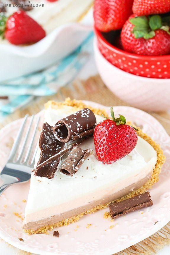 "<strong>Get the <a href=""http://www.lifeloveandsugar.com/2016/04/20/no-bake-neapolitan-cheesecake-pie/"" target=""_blank"">No-Ba"