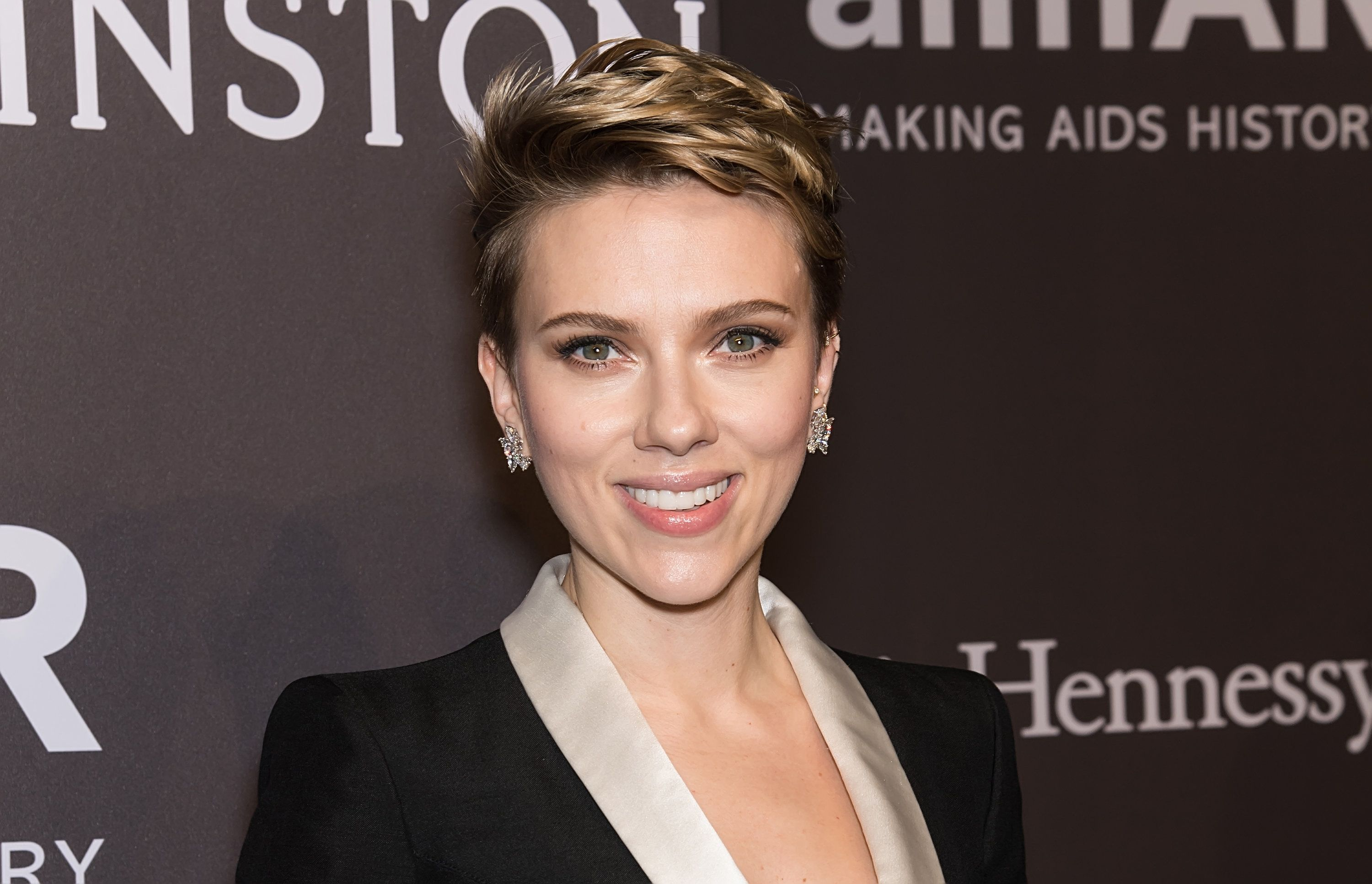 Actress and honoree Scarlett Johansson attends 19th Annual amfAR New York Gala at Cipriani Wall Street on February 8, 2017 in