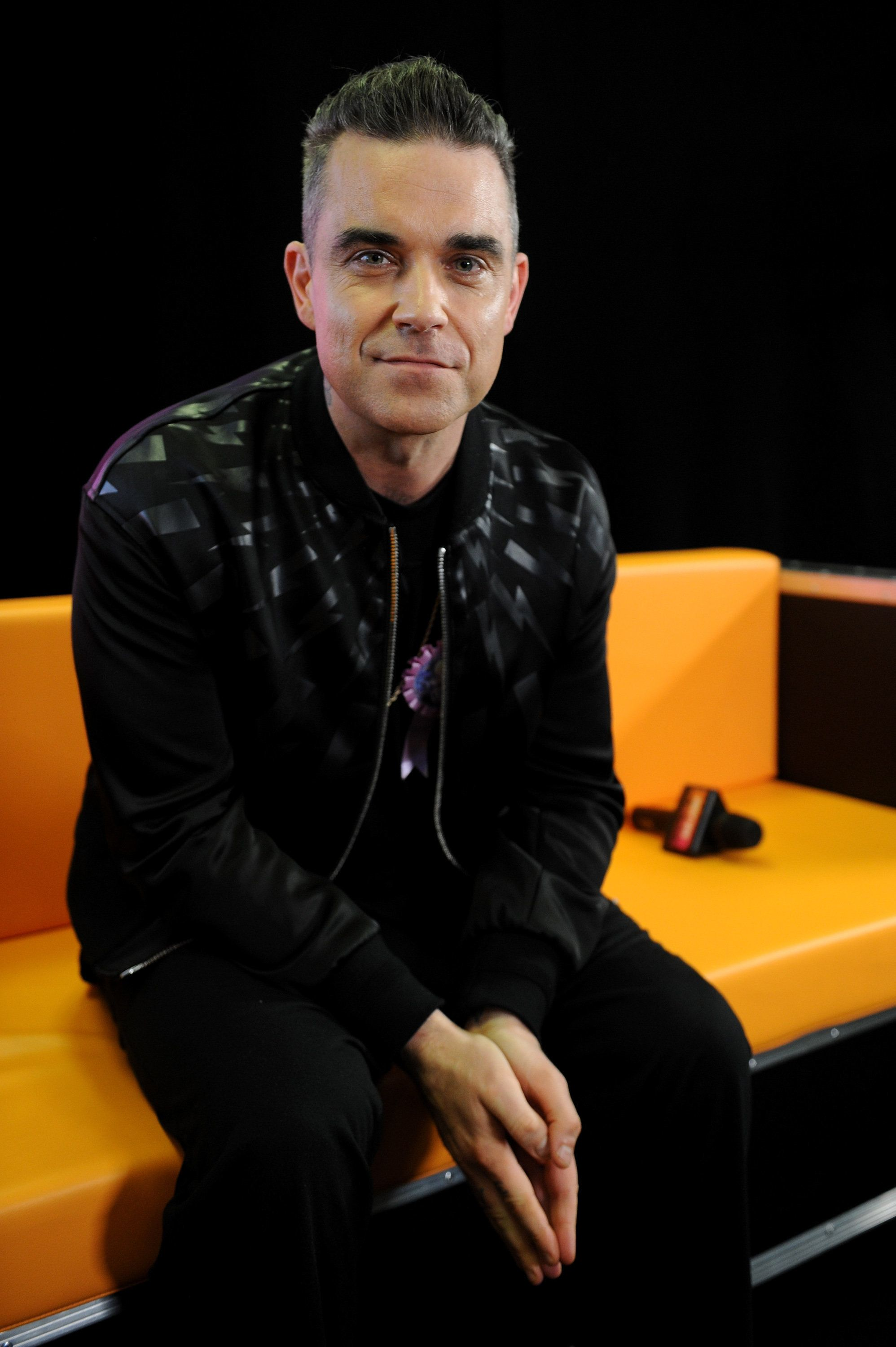 Robbie Claims Confesses He 'Smoked A Spliff' At Buckingham Palace