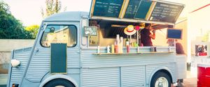 TRUCK RETRO STYLED VENDOR YOUNG MEN MEN COMMERCIAL KITCHEN CITY LIFE TAKE OUT FOOD SANDWICH HAMBURGER DRINKING COOKING WORKING OWNER MOBILITY