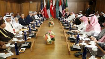 U.S. President Barack Obama hosts a working session of the six-nation Gulf Cooperation Council (GCC) at Camp David in Maryland May 14, 2015. Obama will seek to convince Saudi Arabia and other Gulf allies on Thursday that the United States is committed to their security despite deep concern among Arab leaders about U.S. efforts to broker a nuclear deal with Iran.  REUTERS/Kevin Lamarque