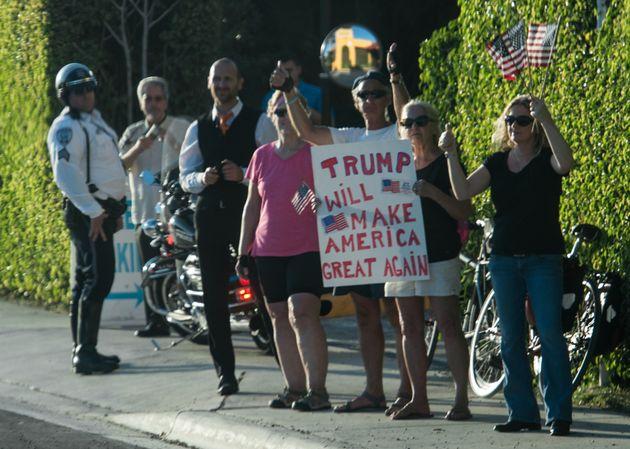 トランプ大統領には、抗議デモの群衆すら「熱狂的な支持者」に見える