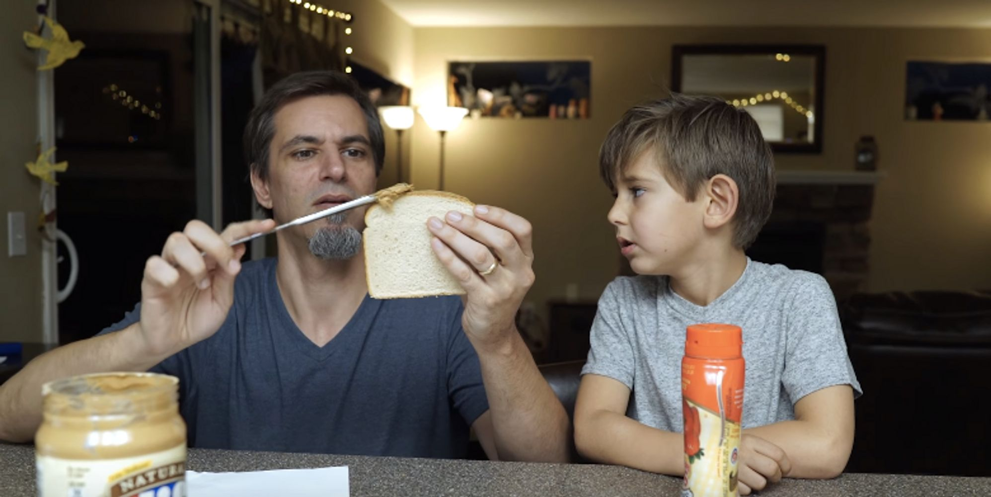 huffingtonpost.com - Dad Annoys The Heck Out Of His Kids By Making PB&Js Based On Their Instructions