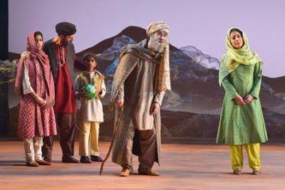Talib (Haysam Kadri) shows Azizah, Tariq, Kalmai, and Laila where Mariam grew up in a scene from <strong><em>A Thousand Splen