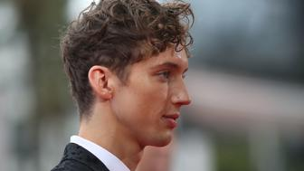SYDNEY, AUSTRALIA - NOVEMBER 23:  Troye Sivan arrives for the 30th Annual ARIA Awards 2016 at The Star on November 23, 2016 in Sydney, Australia.  (Photo by Cameron Spencer/Getty Images)