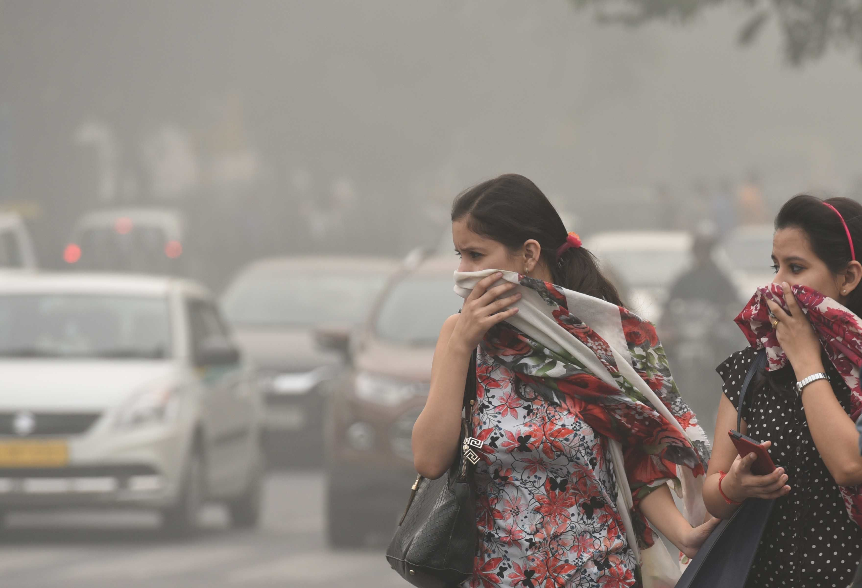 NEW DELHI, INDIA - NOVEMBER 6: People protect themselves after pollution reached hazardous levels at Janpat Road, on November 6, 2016 in New Delhi, India. New Delhi's air quality has steadily worsened over the years, a consequence of rapid urbanisation that brings pollution from diesel engines, coal-fired power plants and industrial emissions. The air quality continued to remain alarming in Delhi-NCR because of calm winds. People living in Delhi-NCR complained about respiratory problems and itching in the eyes due to smog all over the region. (Photo by Arun Sharma/Hindustan Times via Getty Images)