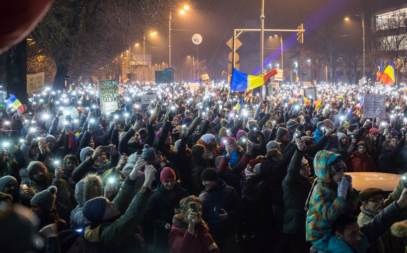On day 6 of the Romanian protests, over 600,000 protesters use their phones to form a constellation of peaceful resistance.