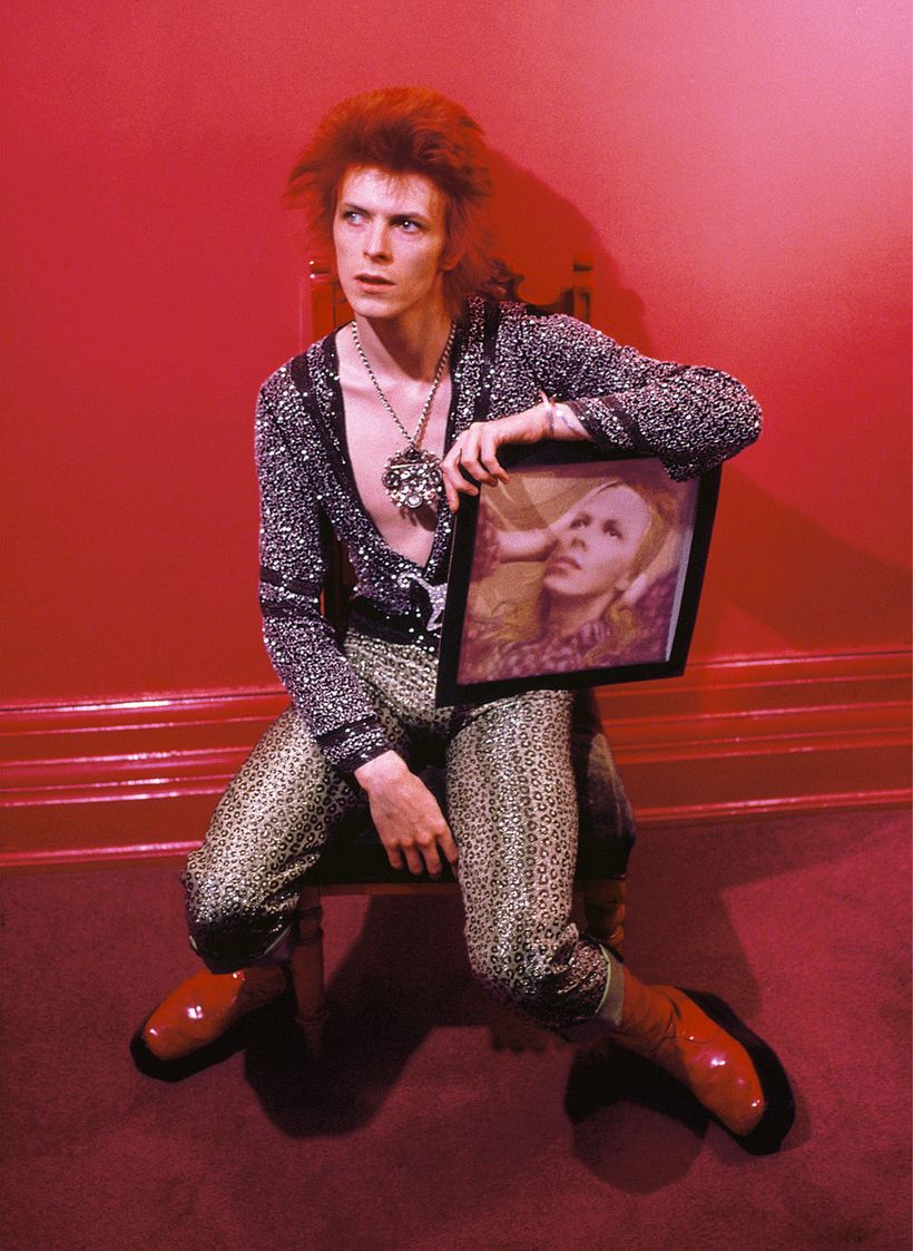 David Bowie with cover artwork from <em>Hunky Dory</em>, 1971.