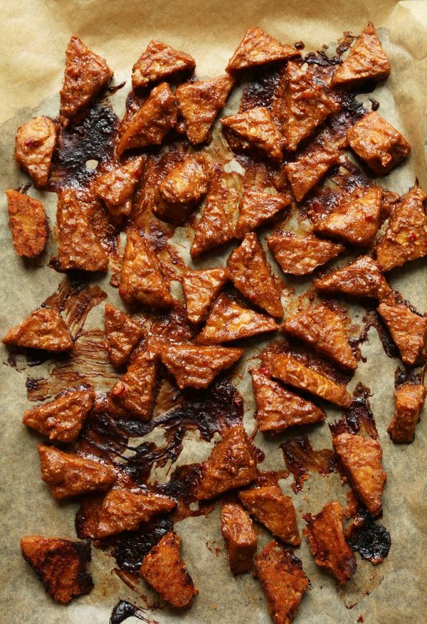"""<strong>Get the <a href=""""http://minimalistbaker.com/marinated-peanut-tempeh-7-ingredients/"""" target=""""_blank"""">Marinated Peanut"""