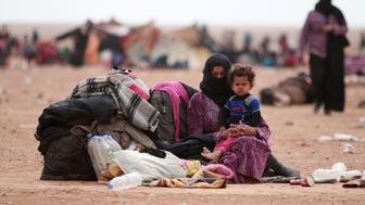 Iraqi refugees who fled the violence in Mosul rest near the Iraqi border, in Hasaka Governorate, Syria October 28, 2016. REUTERS/Rodi Said