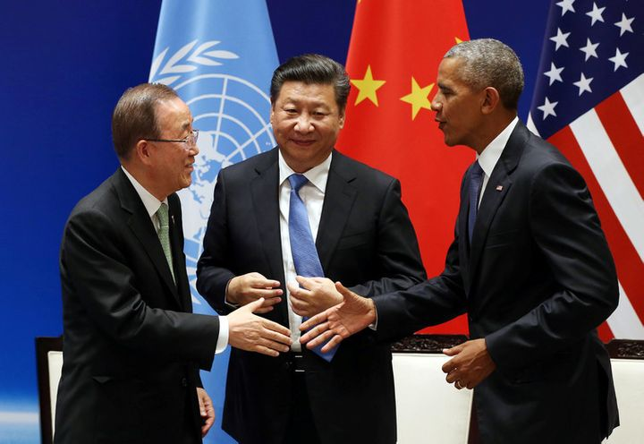 Chinese President Xi Jinping with Barack Obama and UN Secretary General Ban Ki-moon during a joint ratification of the Paris