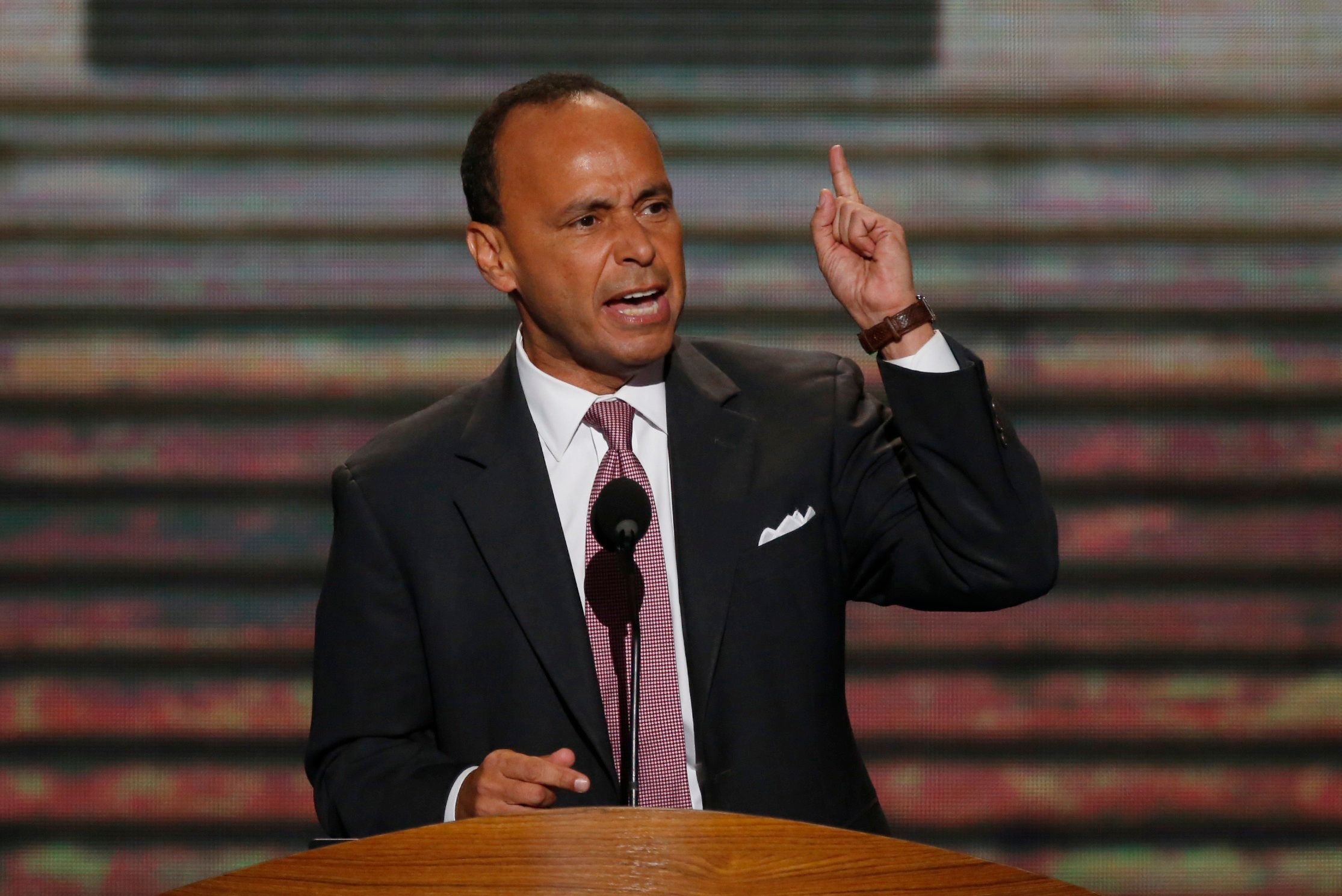 U.S. Rep. Luis Gutierrez (D-IL) addresses delegates during the second session of the Democratic National Convention in Charlotte, North Carolina, September 5, 2012.   REUTERS/Jason Reed (UNITED STATES  - Tags: POLITICS ELECTIONS)