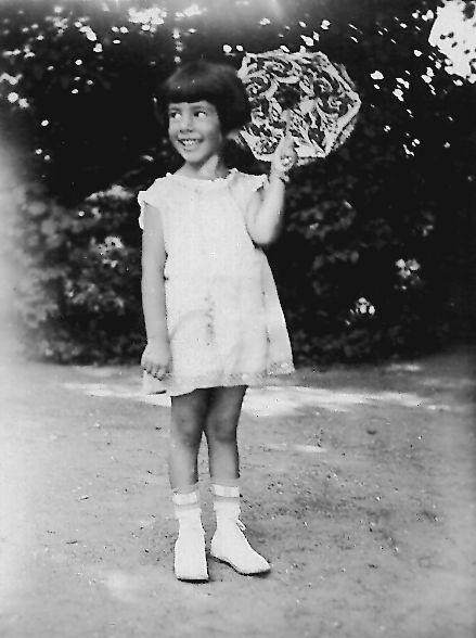 Hacker'smother, Ruth Morley, née Birnholz, was a child refugee in the Kindertransport program....