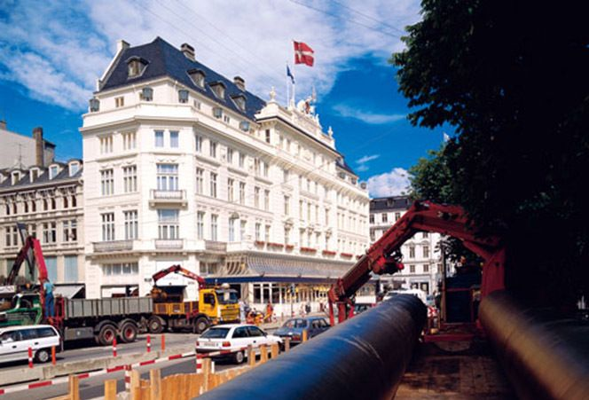 Pipe installation for the city's district heating system