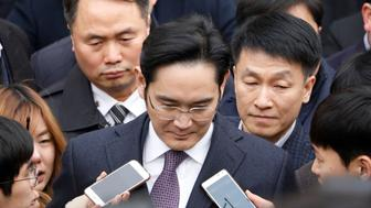 FILE PHOTO - Samsung Group chief, Jay Y. Lee, leaves after attending a court hearing to review a detention warrant request against him at the Seoul Central District Court in Seoul, South Korea, January 18, 2017.   REUTERS/Kim Hong-Ji/File Photo     TPX IMAGES OF THE DAY