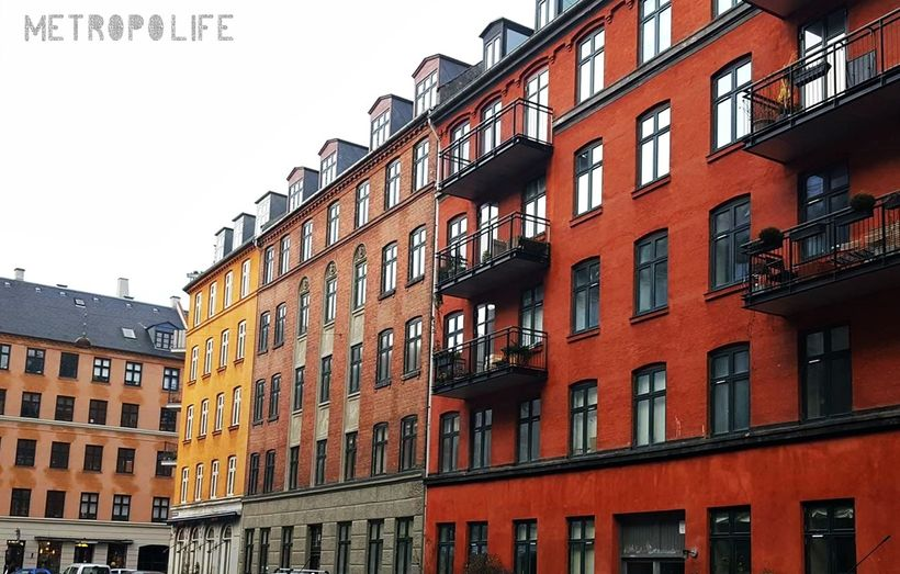 Close to the Lakes in Copenhagen are these buildings lined up, in colours that reminds us that summer will come eventually :)