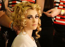 Fearne Cotton's Retro Beauty Prep Ahead Of Pam Hogg's Fashion Show Is A Thing Of Wonder