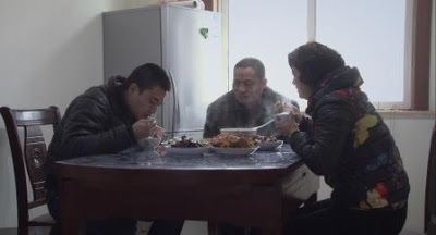 Yang Yang's family sits down to dinner in a scene from<em><strong>My Next Step</strong></em>