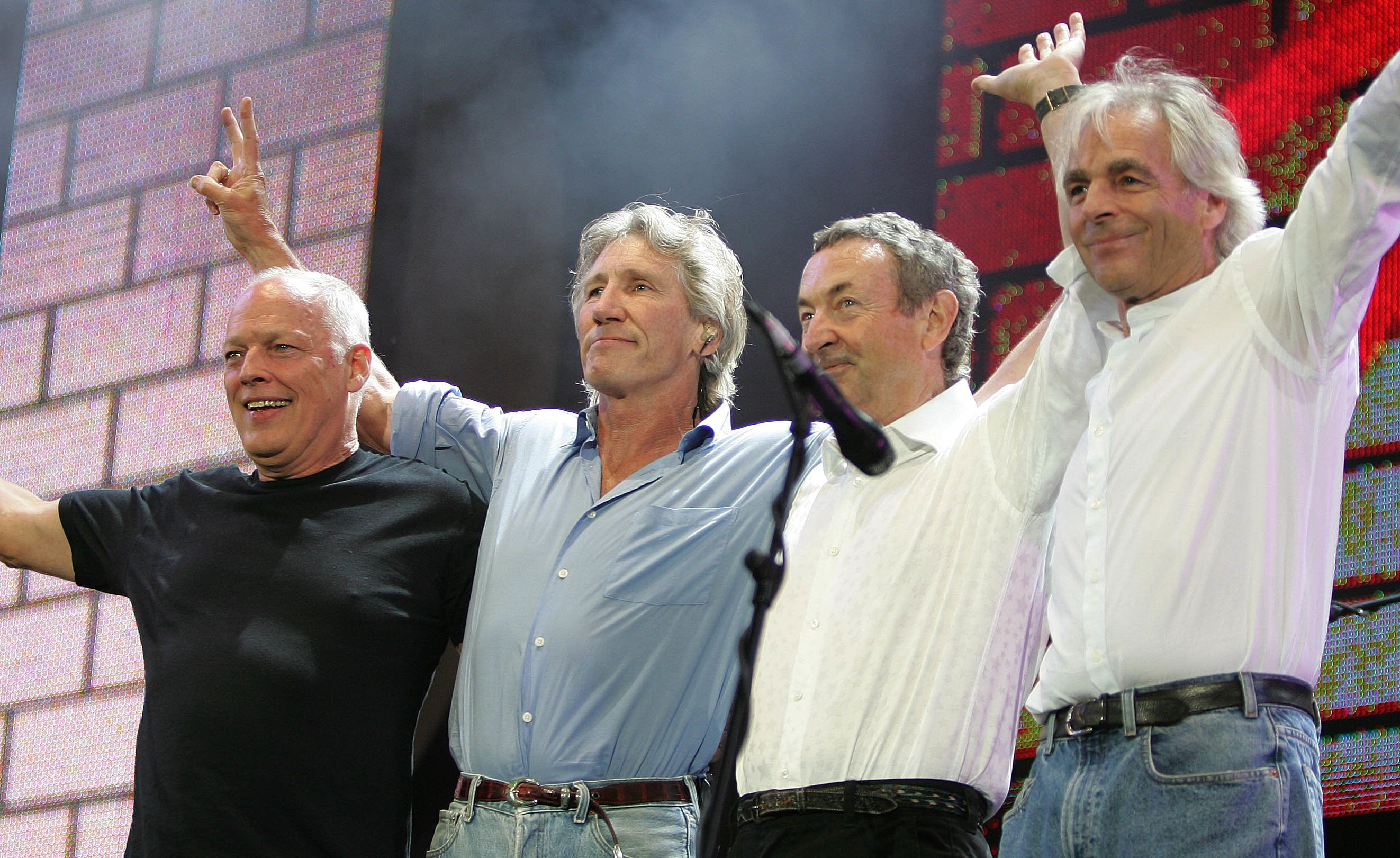 (L to R) British rock stars, Dave Gilmour, Roger Waters, Nick Mason and Rick Wright of Pink Floyd, perform at the Live 8 concert in Hyde Park in London July 2, 2005. A galaxy of rock and roll stars will grace stages across the globe on Saturday for what is being billed as the greatest music show ever, in a bid to put pressure on leaders of the Group of Eight major industrialised nations meeting in Scotland next week to do more to alleviate poverty, particularly in Africa. Live 8, an expanded version of the Live Aid sensation 20 years ago, will take in 10 cities and four continents, kicking off in Tokyo in the east and ending in North America in the west. REUTERS/Stephen Hird  MFK/CN