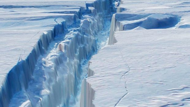 Stunning Video Shows Enormous Crack Of Antarctica Iceberg Ready To Break Off