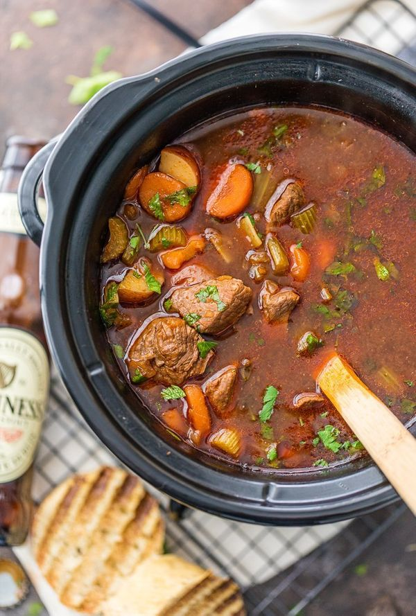 "<strong>Get the <a href=""http://www.thecookierookie.com/slow-cooker-guinness-beef-stew/?utm_content=bufferff2b5&utm_mediu"