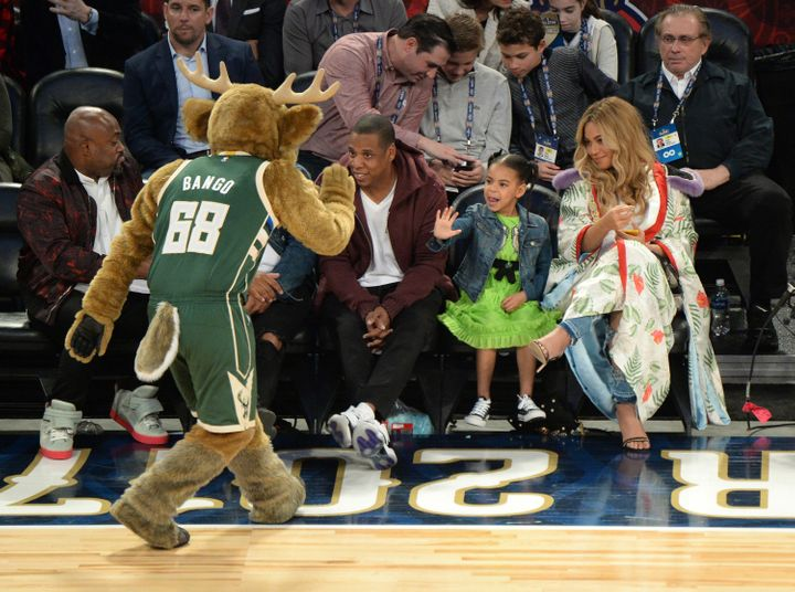 e9ab23226d62 Beyoncé And Her Baby Bump Stole The Show At The All-Star Game ...
