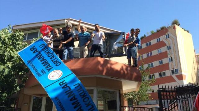 <p>Erdogan supporters dismantling the sign of Gulen-inspired Yamanlar science school in Izmir, Turkey (23 July 2016) after the school was ordered shut down by the authorities.</p>
