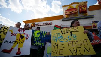 Protesters gather outside McDonald's in Los Angeles, California, December 5, 2013. Organizers say fast food workers will strike in 100 U.S. cities, and there will be protests in 100 more, to fight for $15 an hour wages and the right to form a union.  REUTERS/Lucy Nicholson (UNITED STATES - Tags: BUSINESS CIVIL UNREST FOOD)