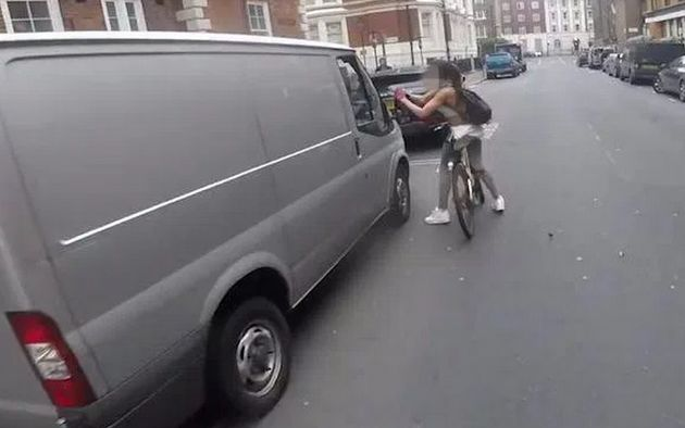 The video shows a female cyclist ripping the wing mirror off a