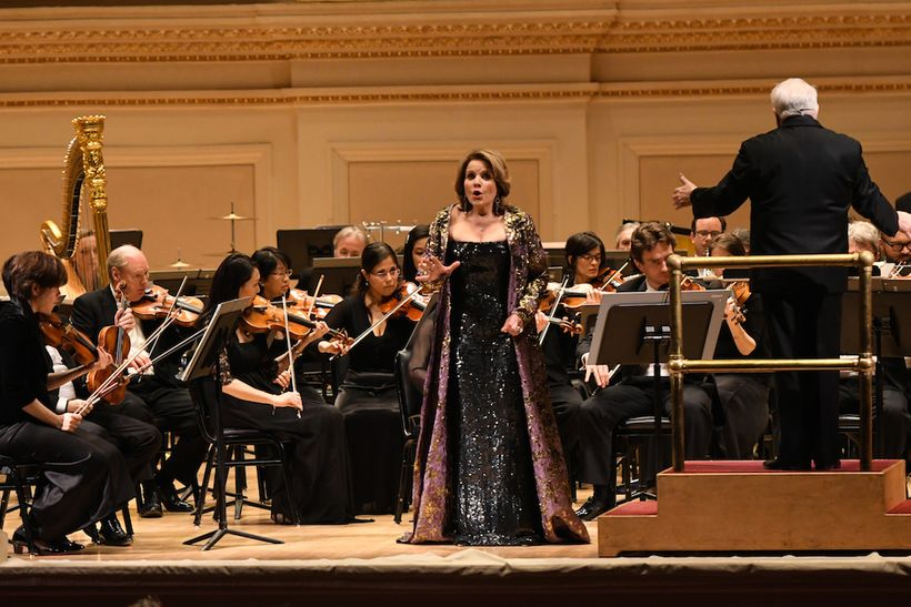 <em>Renée Fleming, soprano and Leonard Slatkin conducting the Orchestre National de Lyon at Carnegie Hall</em>