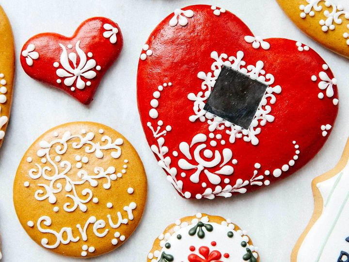 "<p>The mirror in this heart-shaped cookie isn't edible, but ""you give it to  someone,"" Aniko says, ""to show they're in the middle of your heart.""</p>"