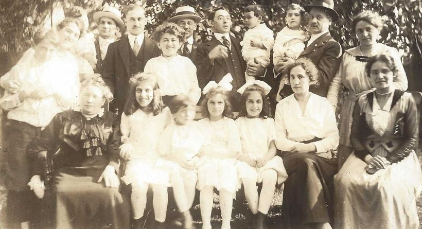 Members of the Bond and Marcus families of the Moss Family Tree. Grandma Eleanor is the fourth little girl (front, left to ri