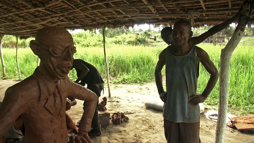 Jérémie Mabiala reflecting on his work, 2015. Courtesy the Cercle d'Art des Travailleurs de Plantation Congolaise.
