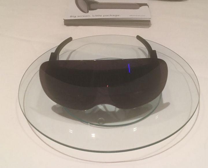 <p>Allowmind's sleek eyewear - no heavier than sunglasses</p>