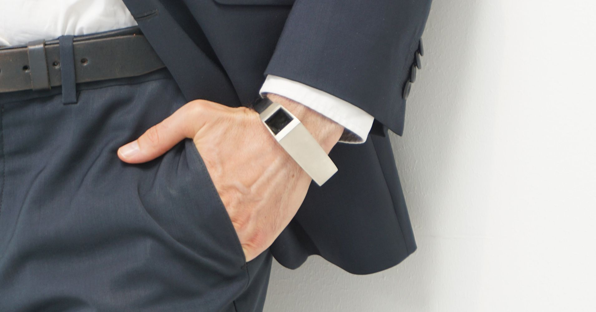 This Bracelet Lets A Dad Feel What It S Like To Be Pregnant In His Wrist Huffpost Life